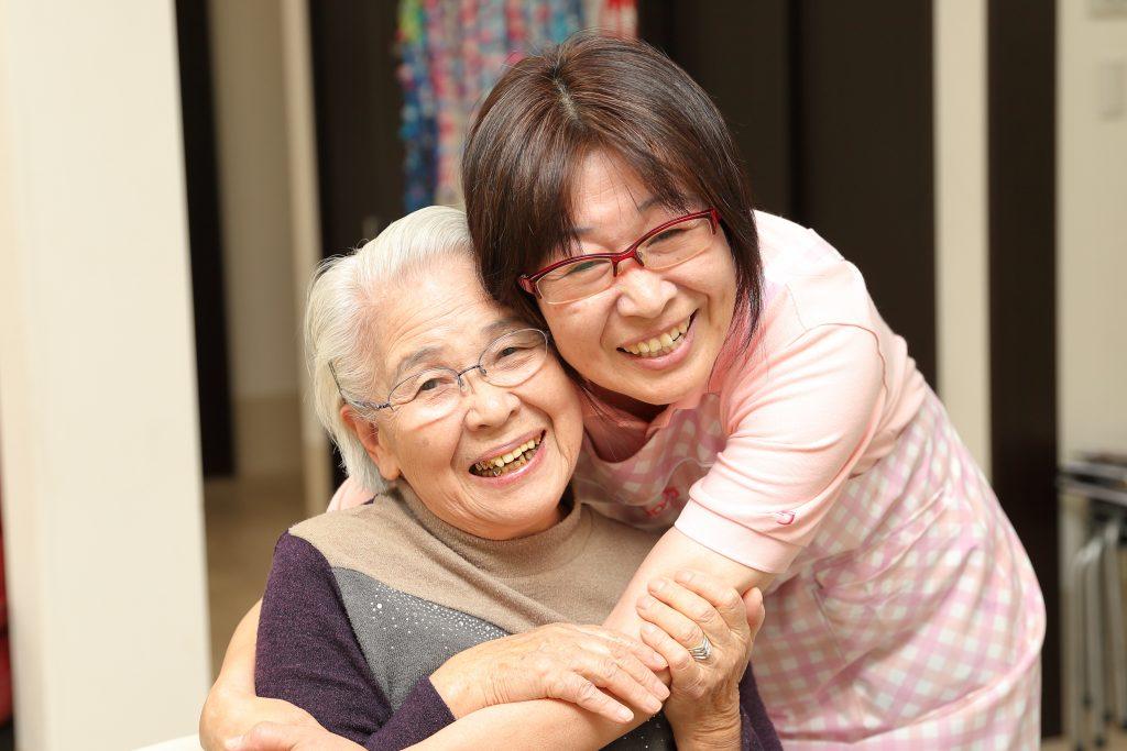 シニアも活躍中!未経験者大歓迎のグループホームの介護職パート